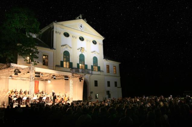 Ehrenhof Schloss Kirchstetten c Klassik Festival Schloss Kirchstetten